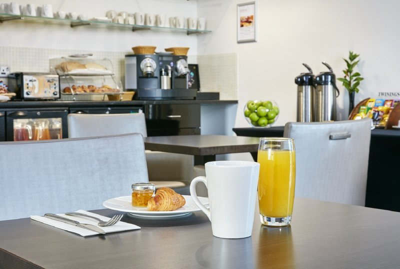 Crowne Plaza Manchester City Centre-Complimentary continental breakfast is available in the Club Loung<br/>Image from Leonardo