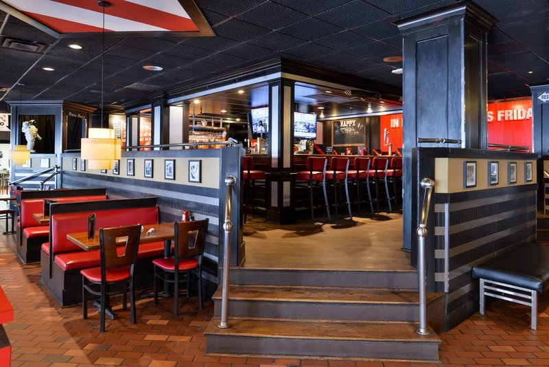 Holiday Inn Express & Suites Buffalo Downtown-Lounge at TGI Friday's<br/>Image from Leonardo