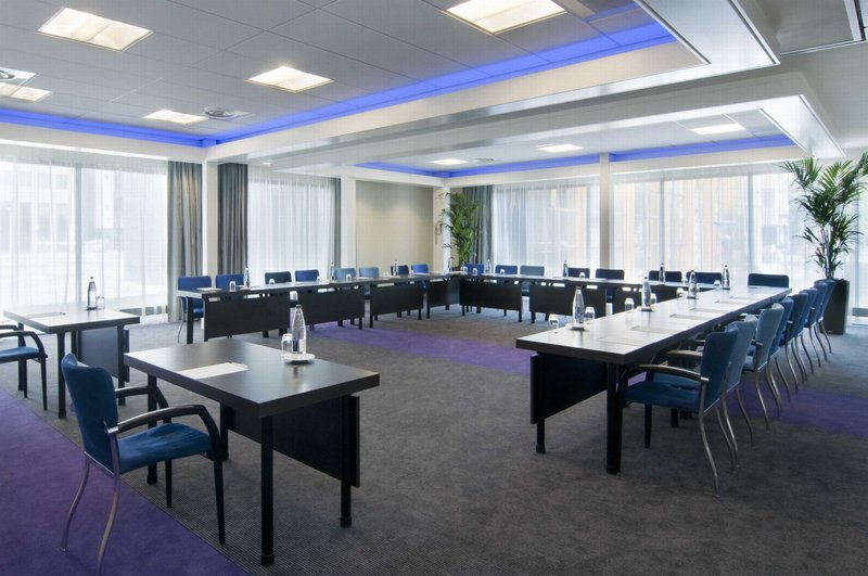Holiday Inn Eindhoven-Get down to business in our naturally lit rooms<br/>Image from Leonardo