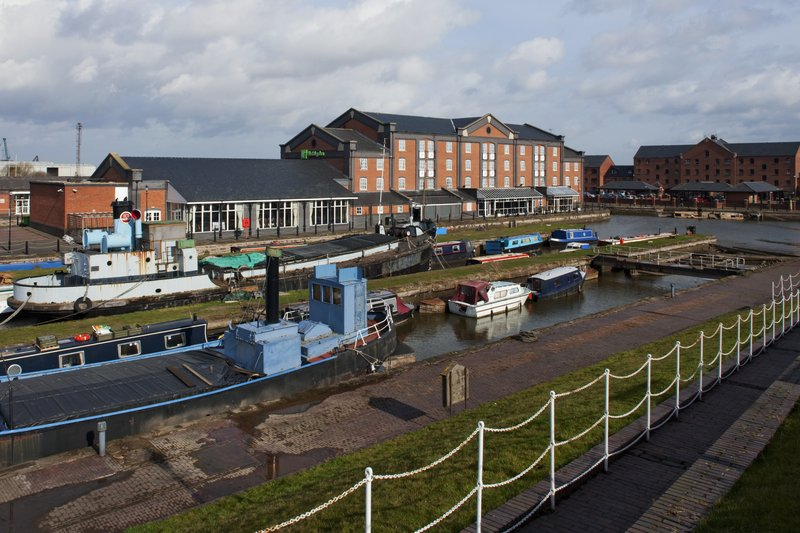 Holiday Inn Ellesmere Port/ Cheshire Oaks-Wide Canal<br/>Image from Leonardo