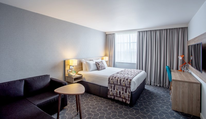 Holiday Inn Ellesmere Port/ Cheshire Oaks-One Double bed and one sofa bed<br/>Image from Leonardo