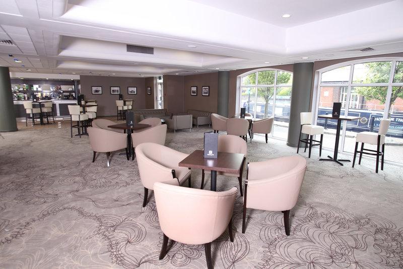 Holiday Inn Ellesmere Port/ Cheshire Oaks-Mercer Bar/Reception Drink area<br/>Image from Leonardo