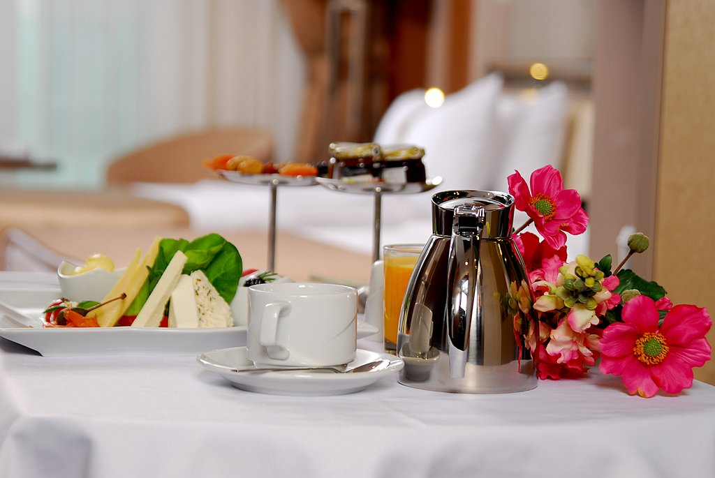 Holiday Inn Ankara-Kavaklidere-Room Service<br/>Image from Leonardo