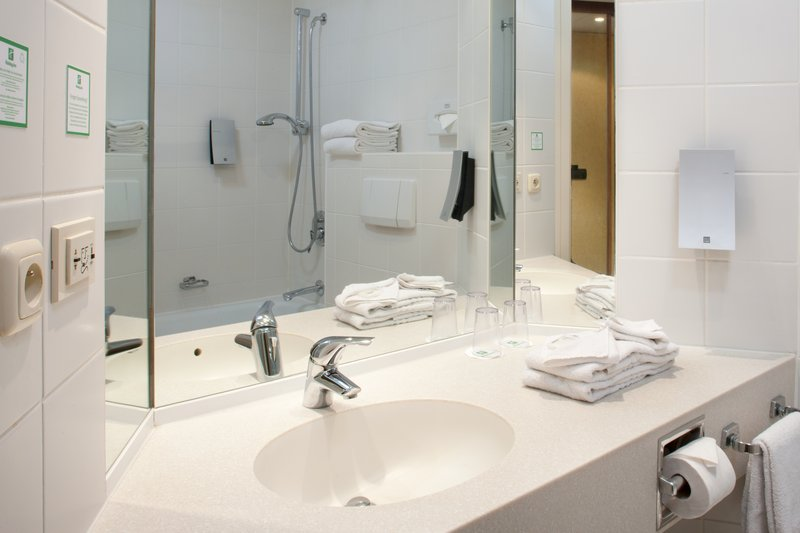 Holiday Inn Gent - Expo-Standard Bathroom Amenities<br/>Image from Leonardo