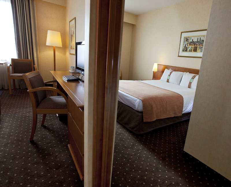 Holiday Inn Gent - Expo-Queen Bed Guest Room<br/>Image from Leonardo