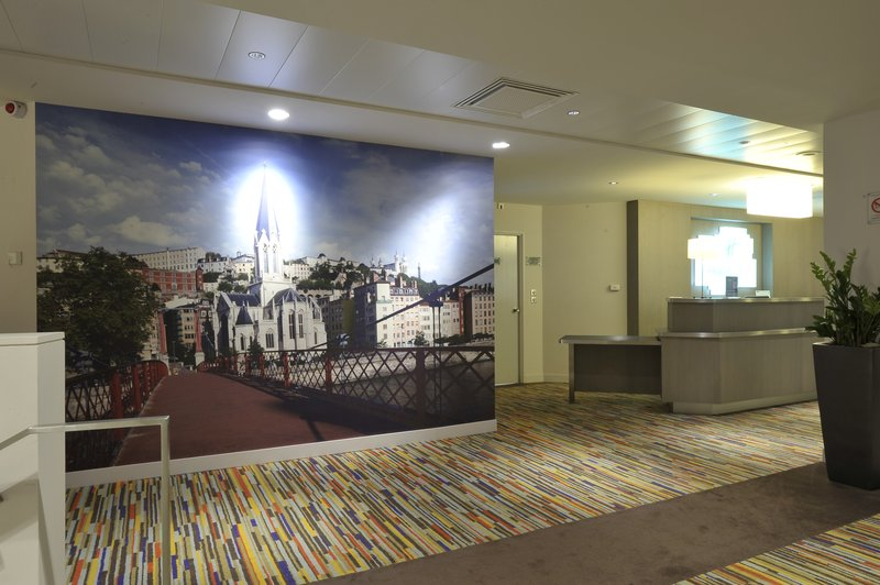 Holiday Inn Lyon Vaise-Artsy hotel lobby<br/>Image from Leonardo