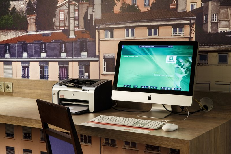 Holiday Inn Lyon Vaise-Send a last-minute email from our convenient Business Corner<br/>Image from Leonardo