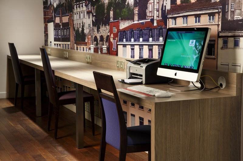 Holiday Inn Lyon Vaise-Check in with the office at our convenient Business Corner<br/>Image from Leonardo