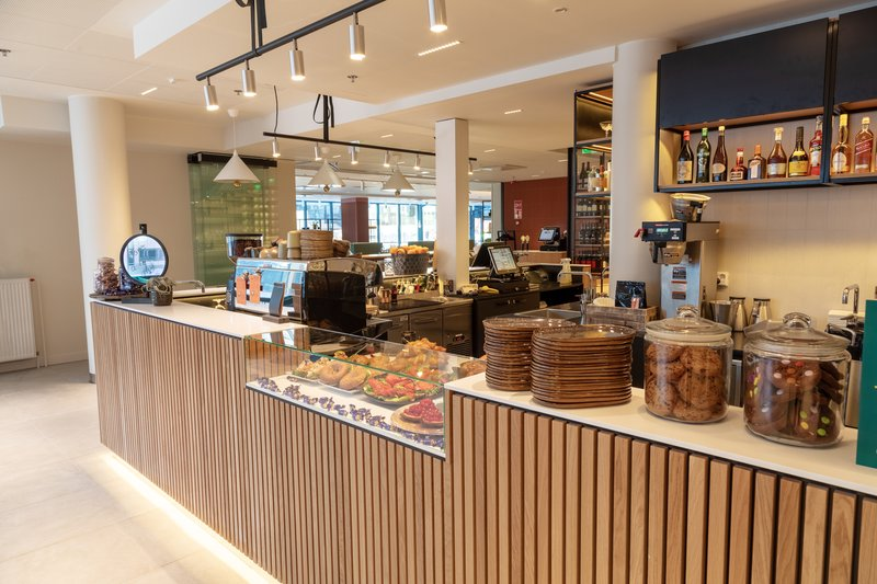 Holiday Inn Helsinki - Exhibition & Convention Centre-Holiday Inn Helsinki - Expo Open Lobby To Go Cafe<br/>Image from Leonardo