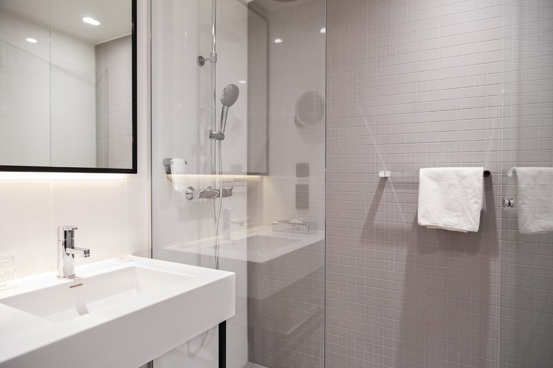 Holiday Inn Helsinki - Exhibition & Convention Centre-Start your day with relaxing walk-in shower<br/>Image from Leonardo