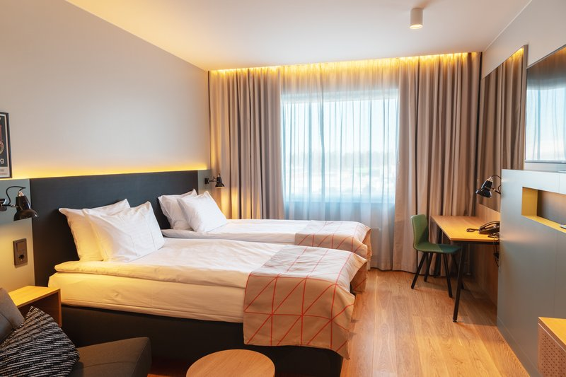 Holiday Inn Helsinki - Exhibition & Convention Centre-Holiday Inn Helsinki - Expo Standard twin bed room with sofa bed<br/>Image from Leonardo