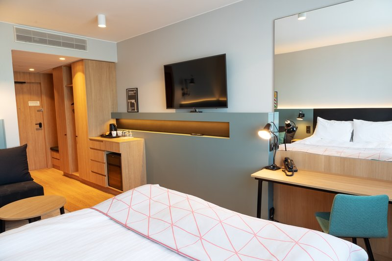 Holiday Inn Helsinki - Exhibition & Convention Centre-Standard Queen bed room with relaxing sofa<br/>Image from Leonardo