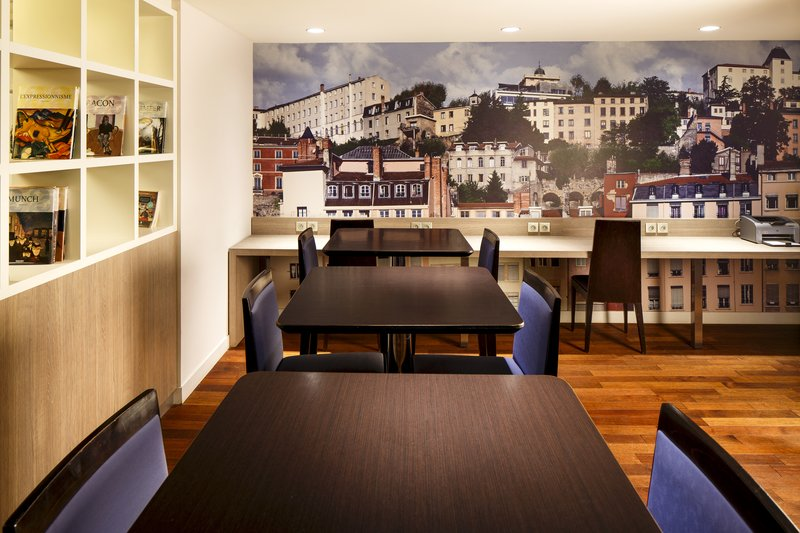 Holiday Inn Lyon Vaise-Relax with a drink in our inviting Lounge<br/>Image from Leonardo