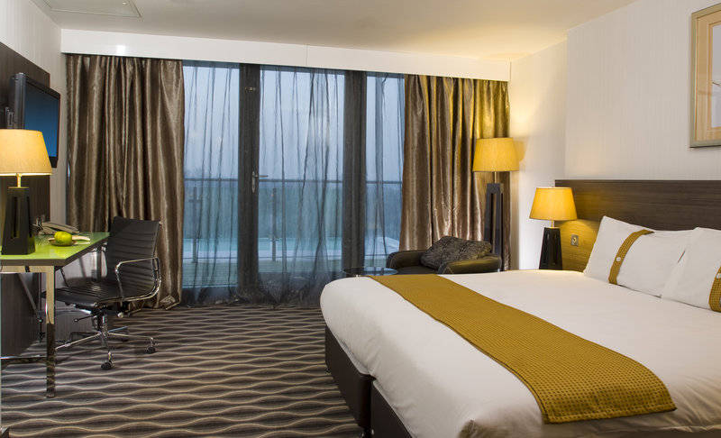 Holiday Inn London - Kingston South-Executive Room with River View<br/>Image from Leonardo
