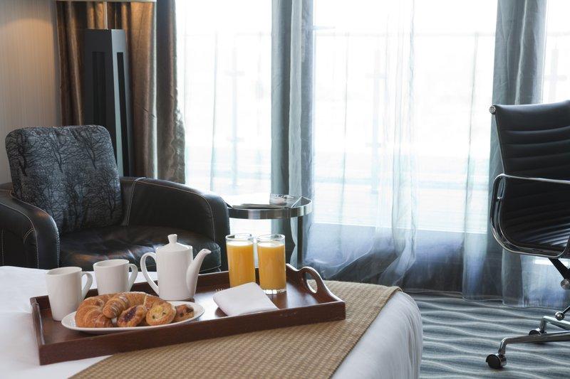 Holiday Inn London - Kingston South-CLUB ROOM<br/>Image from Leonardo