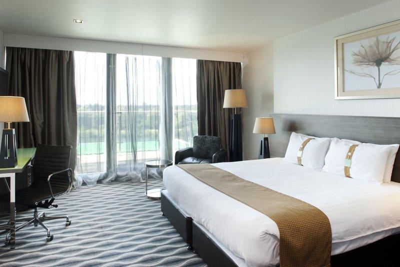 Holiday Inn London - Kingston South-Executive Room<br/>Image from Leonardo