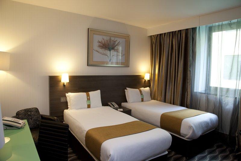 Holiday Inn London - Kingston South-Guest Room<br/>Image from Leonardo