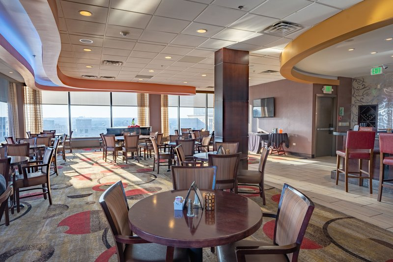 Crowne Plaza Dayton-Enjoy a nice dinner at View 162 before a night out in Dayton!<br/>Image from Leonardo