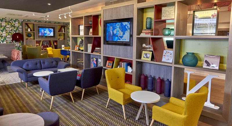Holiday Inn Northampton West M1, Jct 16-Grab a drink and relax in our fabulous seating area<br/>Image from Leonardo