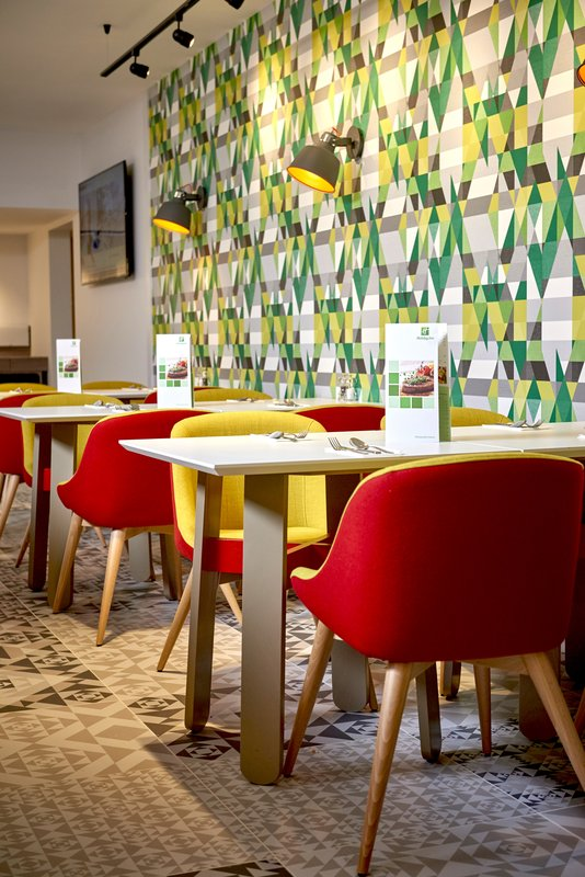 Holiday Inn Northampton West M1, Jct 16-Enjoy a selection of breakfast in our vibrant breakfast area<br/>Image from Leonardo