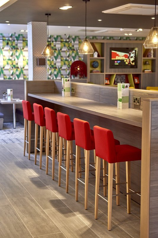 Holiday Inn Northampton West M1, Jct 16-Our high seating to enjoy your late night tipple<br/>Image from Leonardo
