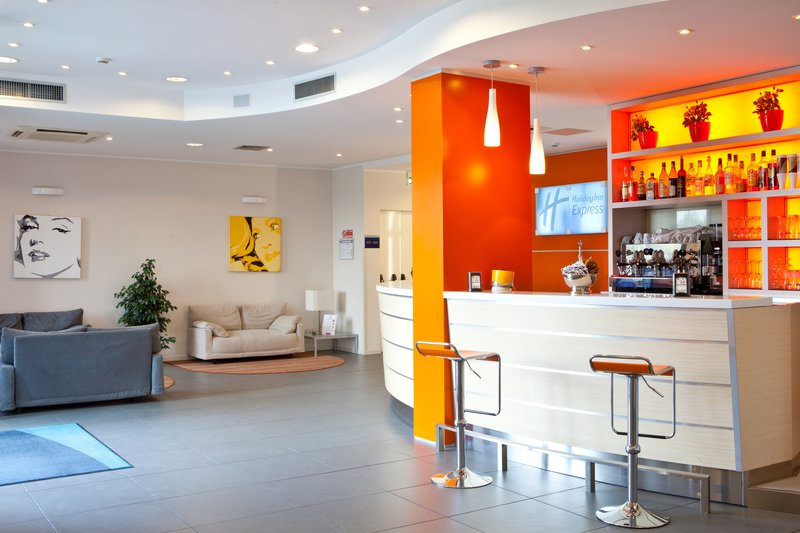 Holiday Inn Express Reggio Emilia-Lobby bar open 24-hour<br/>Image from Leonardo
