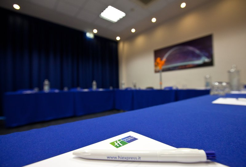 Holiday Inn Express Reggio Emilia-Calatrava meeting room u-shape setup<br/>Image from Leonardo