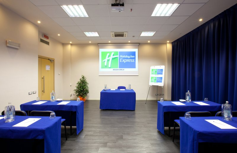 Holiday Inn Express Reggio Emilia-Calatrava meeting room class setup<br/>Image from Leonardo