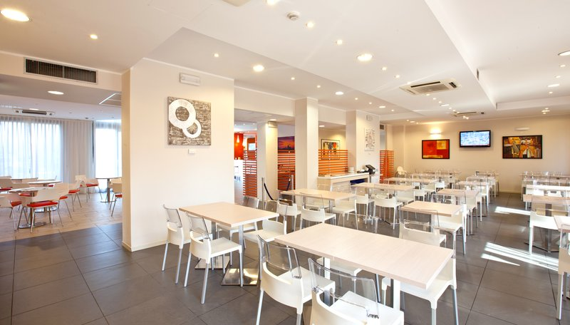 Holiday Inn Express Reggio Emilia-Breakfast room<br/>Image from Leonardo