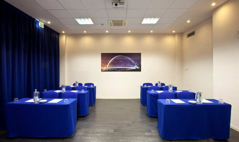 Holiday Inn Express Reggio Emilia-Calatrava meeting room<br/>Image from Leonardo