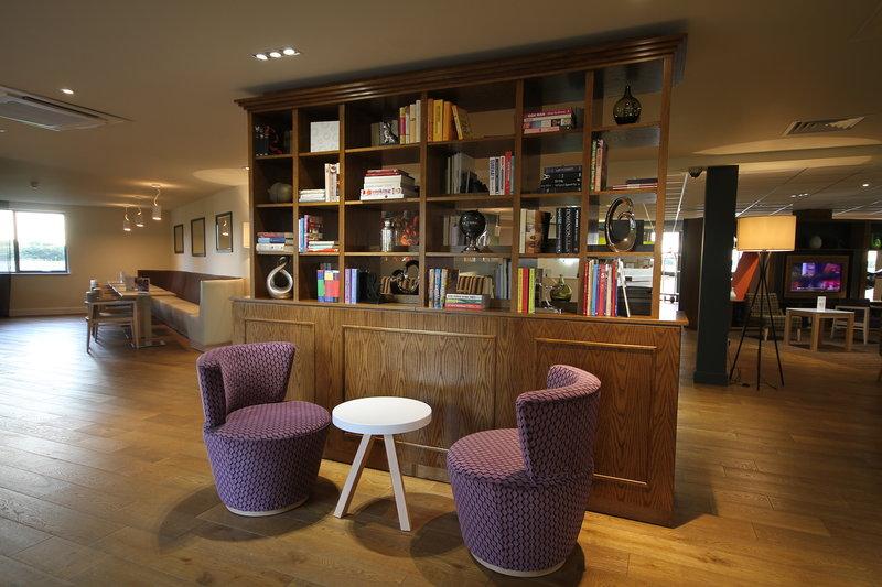 Holiday Inn Huntingdon - Racecourse-Lobby Lounge<br/>Image from Leonardo