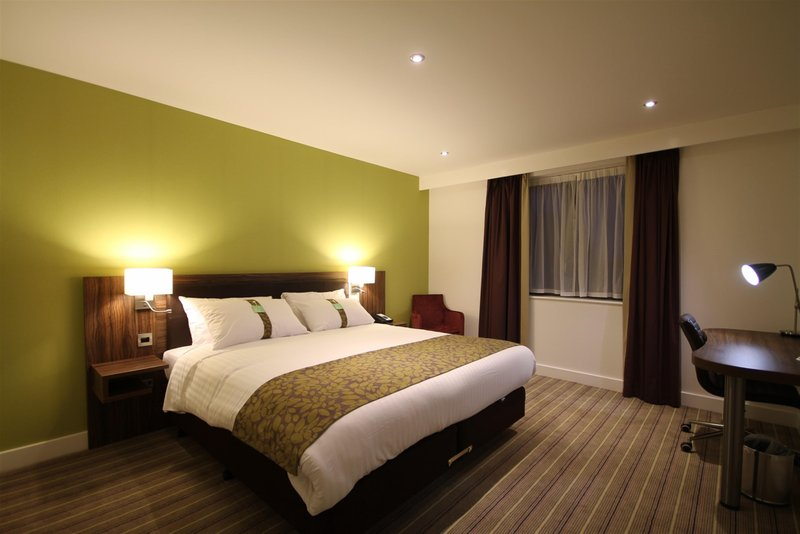Holiday Inn Huntingdon - Racecourse-King Bed Guest Room<br/>Image from Leonardo