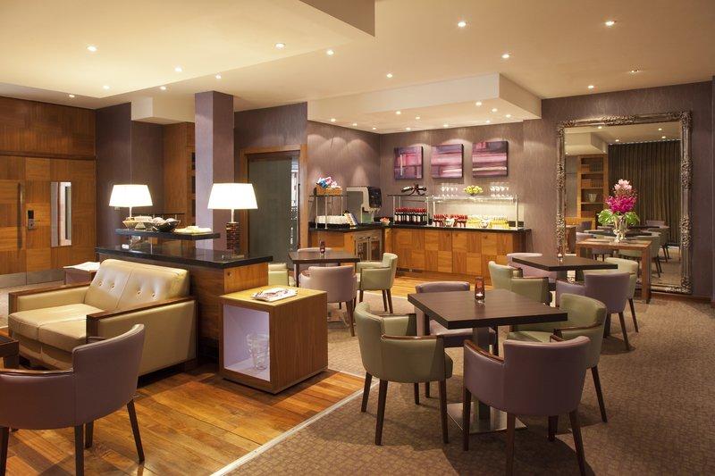 Crowne Plaza Reading-Crowne-Plaza-Reading-Club-Lounge-Evening-Set-Up<br/>Image from Leonardo