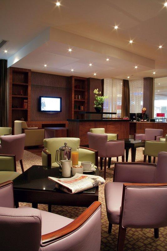 Crowne Plaza Reading-Club Lounge<br/>Image from Leonardo
