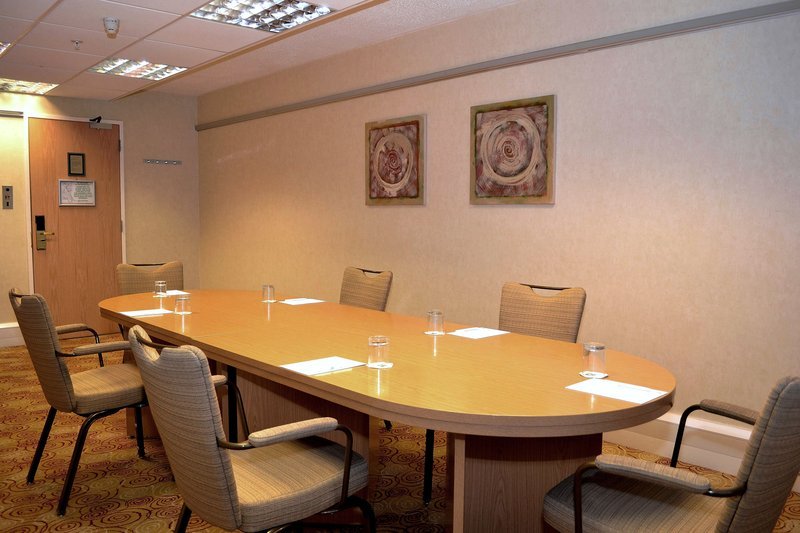 Holiday Inn Northampton-Belviour Suite, great for smaller boardroom meetings.<br/>Image from Leonardo