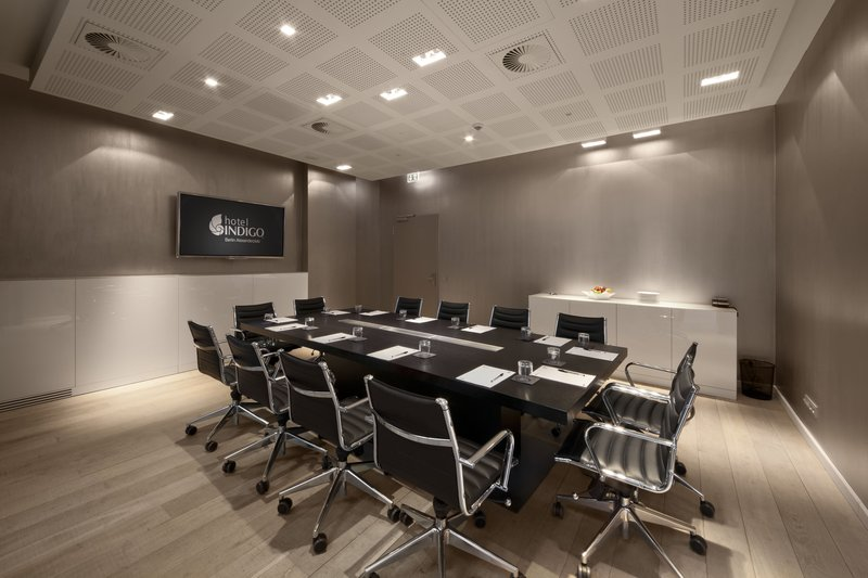 Hotel Indigo Berlin Centre Alexanderplatz-Boardroom - ideal for a small business meeting<br/>Image from Leonardo