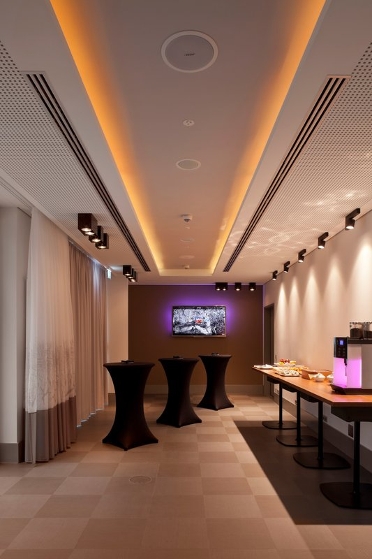 Hotel Indigo Berlin Centre Alexanderplatz-Reception Area<br/>Image from Leonardo