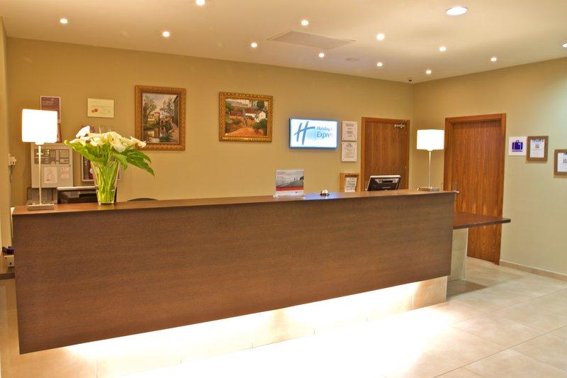 Holiday Inn Express Campo De Gibraltar - Barrios-Recepcition<br/>Image from Leonardo