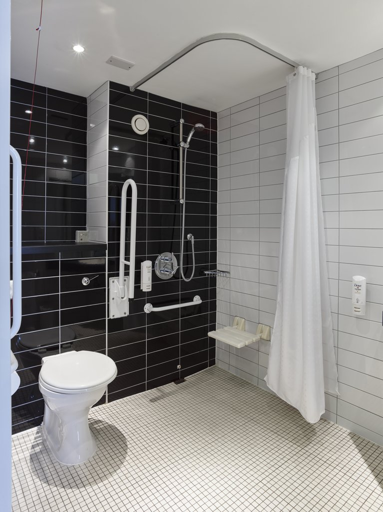 Holiday Inn Express Glenrothes-Wheelchaire access Bathroom<br/>Image from Leonardo