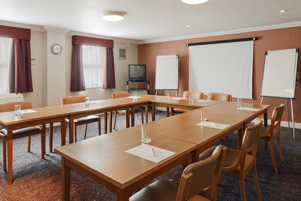 Holiday Inn Express Glenrothes-Meeting Room<br/>Image from Leonardo