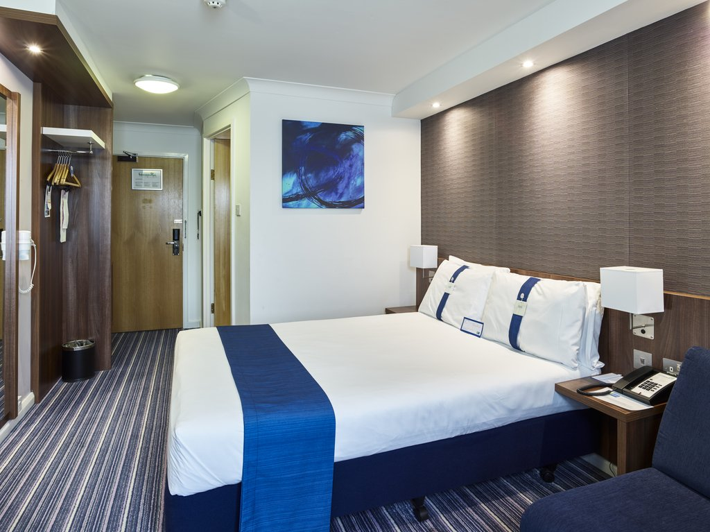 Holiday Inn Express Glenrothes-Double Bed Guest Room<br/>Image from Leonardo