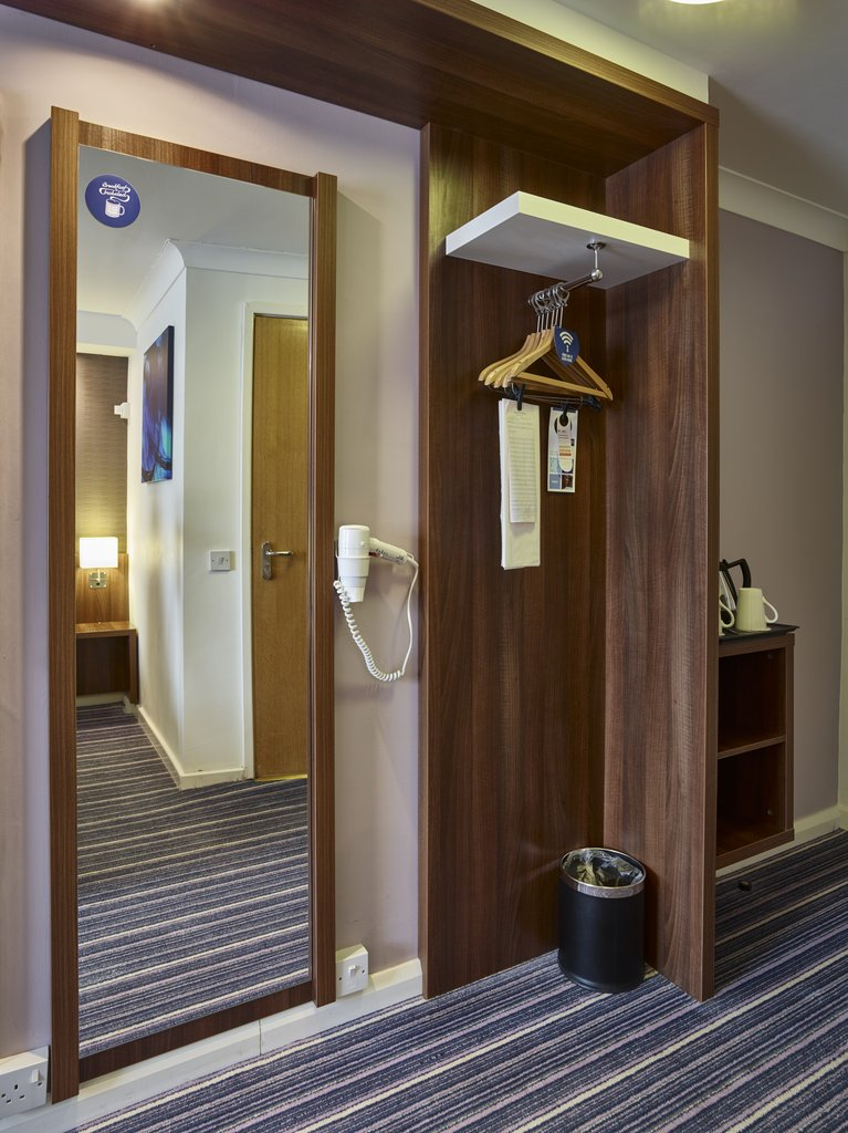 Holiday Inn Express Glenrothes-Wardrobe<br/>Image from Leonardo