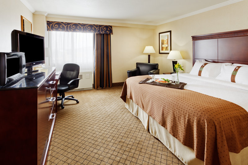 Holiday Inn Binghamton Downtown-King Bed Guest Room<br/>Image from Leonardo