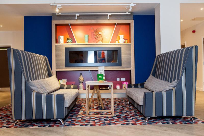 Holiday Inn Corby - Kettering A43-Lobby Lounge<br/>Image from Leonardo