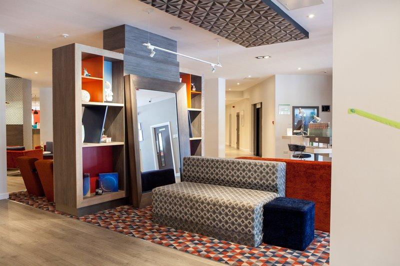 Holiday Inn Corby - Kettering A43-Hotel Lobby<br/>Image from Leonardo