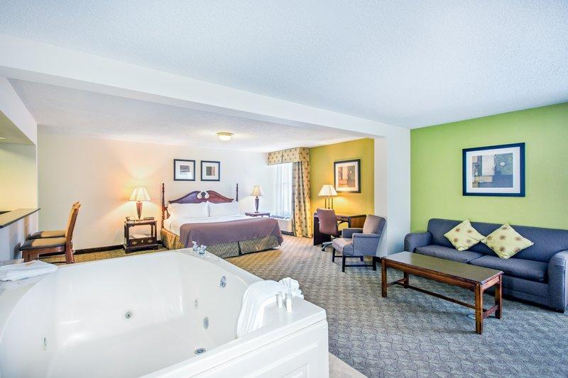 Holiday Inn Roanoke - Tanglewood - Rt 419 & I581-Jacuzzi Suite<br/>Image from Leonardo