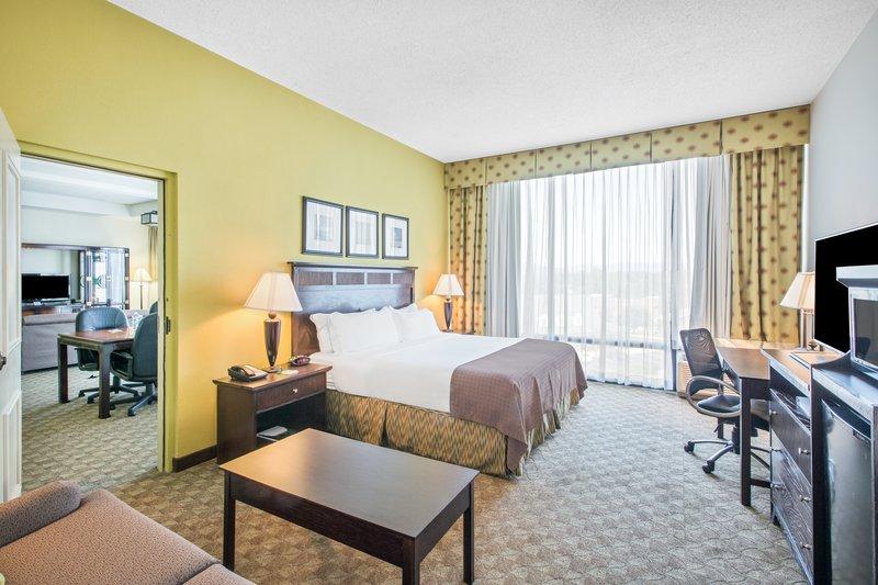 Holiday Inn Roanoke - Tanglewood - Rt 419 & I581-King Parlor Suite<br/>Image from Leonardo