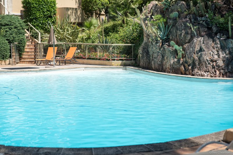 Holiday Inn Cannes-Swimming Pool<br/>Image from Leonardo