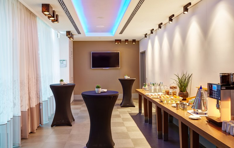 Holiday Inn Berlin Centre Alexanderplatz-Mingle with coworkers in our spacious Breakout Area<br/>Image from Leonardo