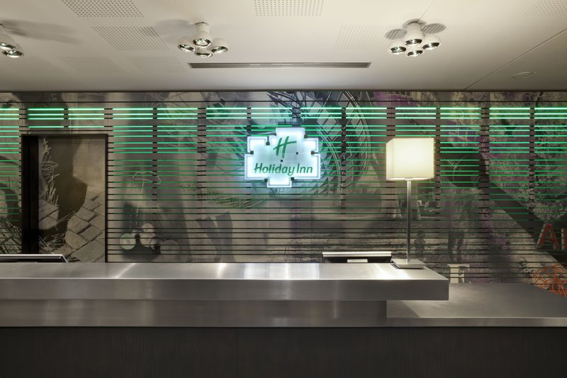 Holiday Inn Berlin Centre Alexanderplatz-Front Desk<br/>Image from Leonardo